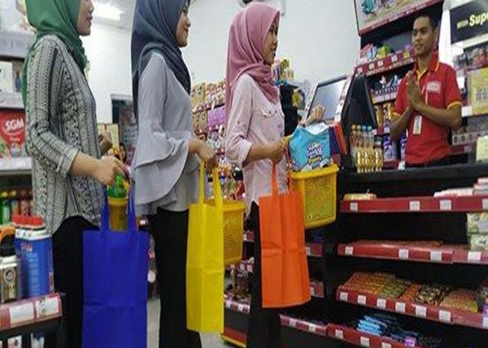 Demi Kelestarian Lingkungan, Alfamart Ajak Konsumen Kurangi Plastik